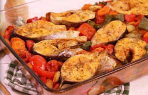 Запеченная рыба и овощи