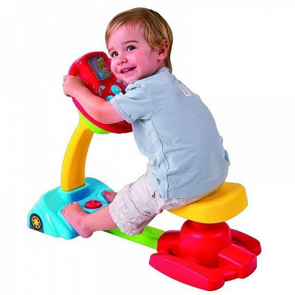 Ребенок становится очень активным и, зачастую, играя, все берет в рот