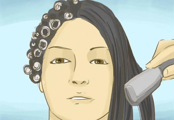 Химические вещества нарушают внутренние связи в волосах, а затем изменяют их, чтобы волосы выпрямились или завились. Это ослабляет волосы