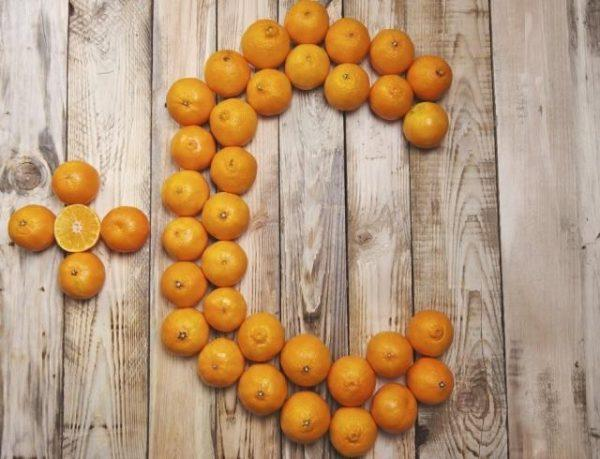 На состоянии сосудов сказывается витамин С, при дефиците которого повышается их ломкость