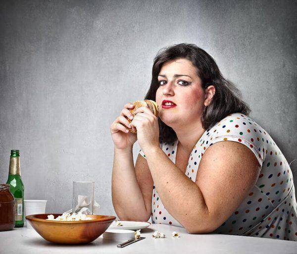 Физиологические причины связаны с органическими повреждениями пищевого центра коры головного мозга, обменными нарушениями