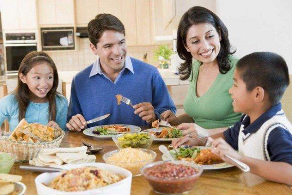 Профилактика булимии - это здоровый психологический климат в семье, стабильная и безопасная обстановка, воспитание здоровой самооценки у ребенка