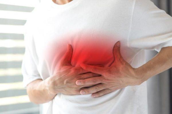 Чувство тяжести и сдавливания в груди может свидетельствовать о патологии