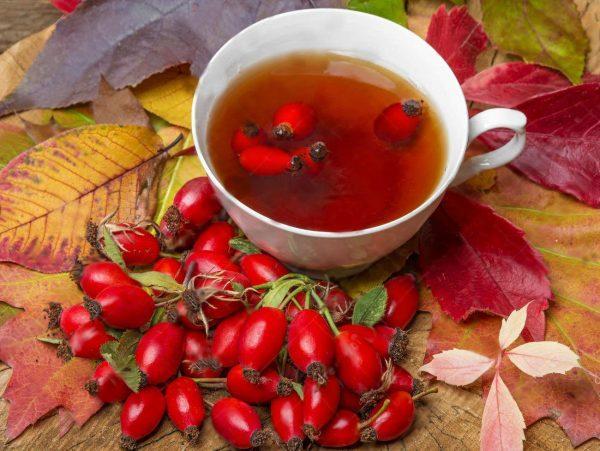 Если болит горло, нужно больше пить теплой жидкости