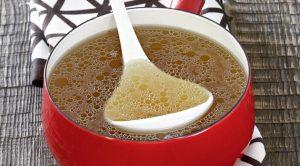 Пищатольков жидком виде: слабо заваренный чай, молоко, бульон. Обезвоживания допустить нельзя, а восстановление физического минимума- обязательно.