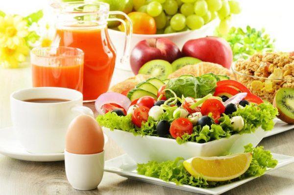Нужно употреблять побольше свежих овощей и фруктов