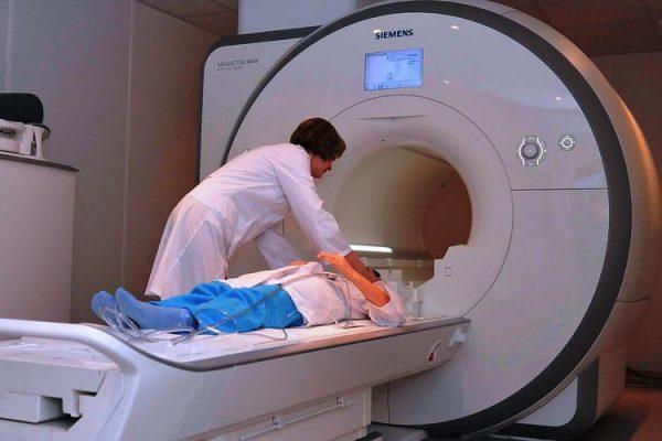 Для определения внутренних кровотечений пациенту назначается МРТ