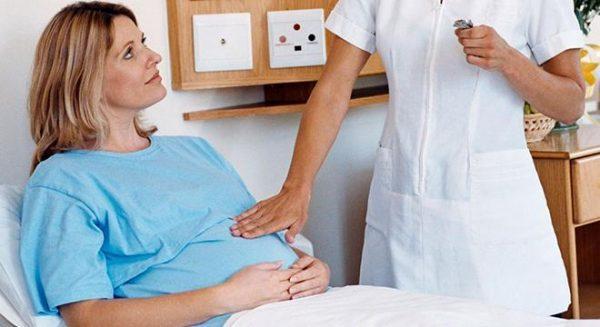 Лечение в стационаре позволяет избежать рисков для здоровья самой женщины и малыша